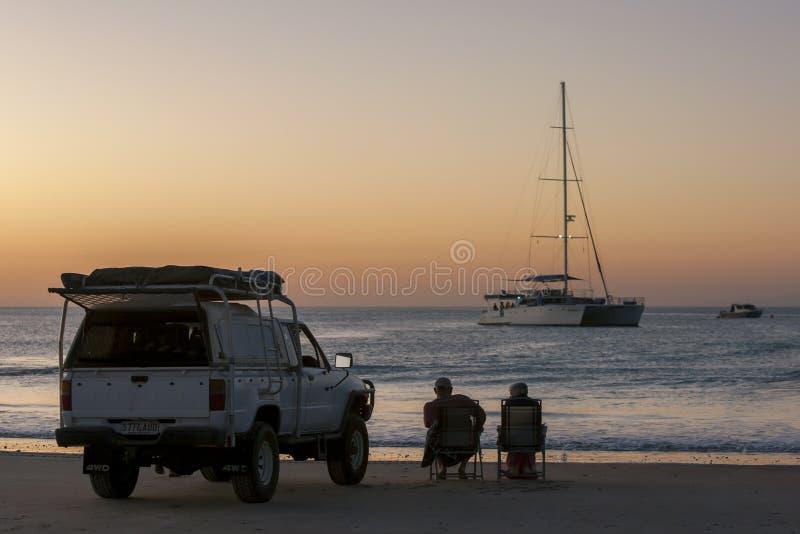Solnedgång på kabelstranden i västra Australien royaltyfri fotografi