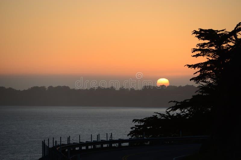 Solnedgång på kanten av staden av San Francisco fotografering för bildbyråer