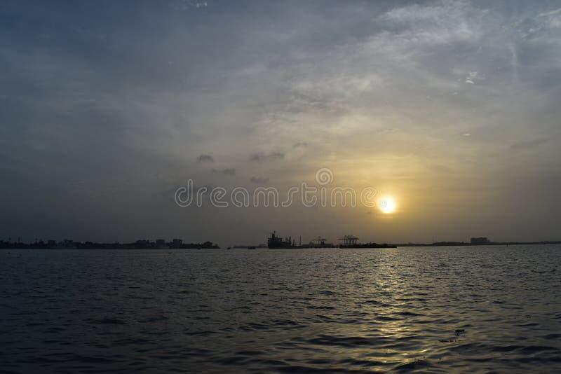 Solnedgång på Kochi royaltyfria foton