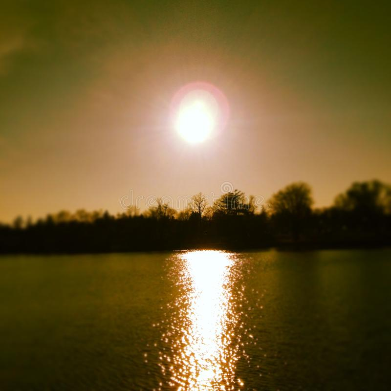Solnedgång på laken arkivbilder