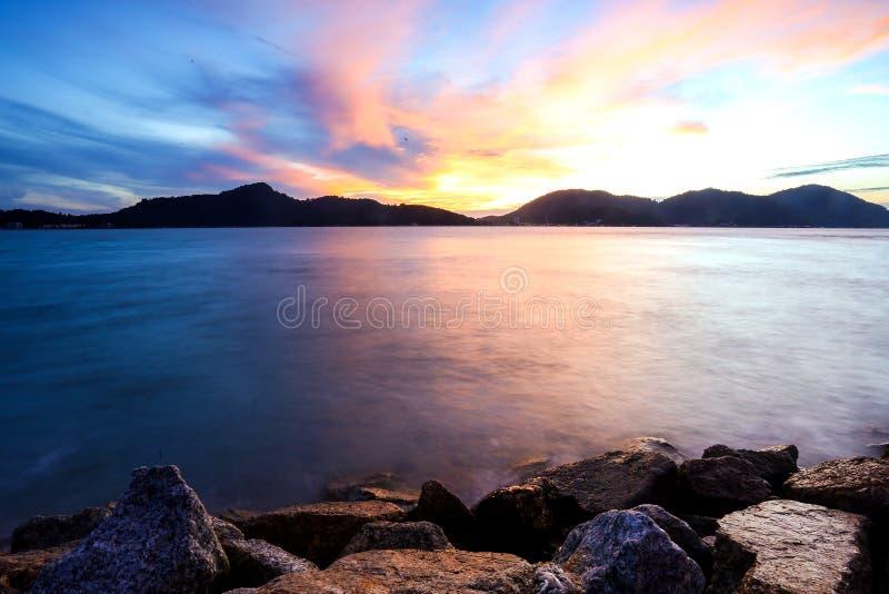 Solnedgång på Lumut, Malaysia royaltyfria bilder