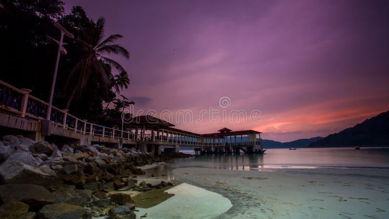 Solnedgång på Lumut, Malaysia arkivbild