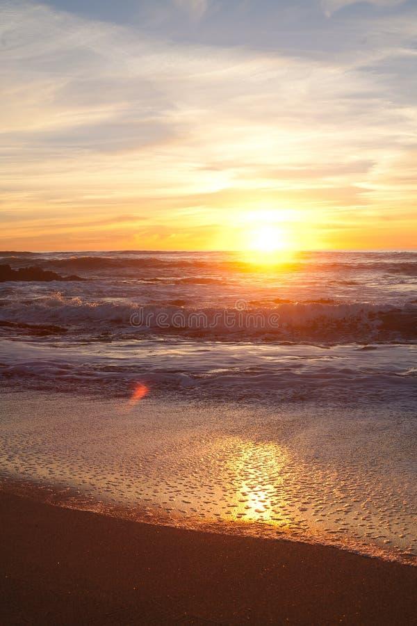 Solnedgång på Manhattan Beach, Half Moon Bay, Kalifornien arkivbild