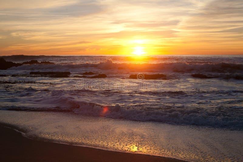 Solnedgång på Manhattan Beach, Half Moon Bay, Kalifornien arkivfoto