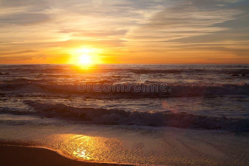 Solnedgång på Manhattan Beach, Half Moon Bay, Kalifornien arkivfoton