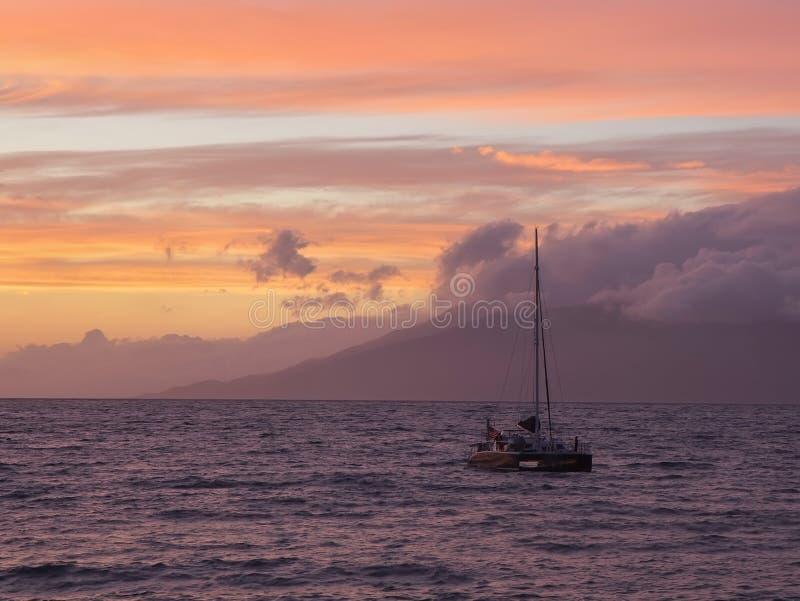 Solnedgång på Maui, Hawaii royaltyfri fotografi