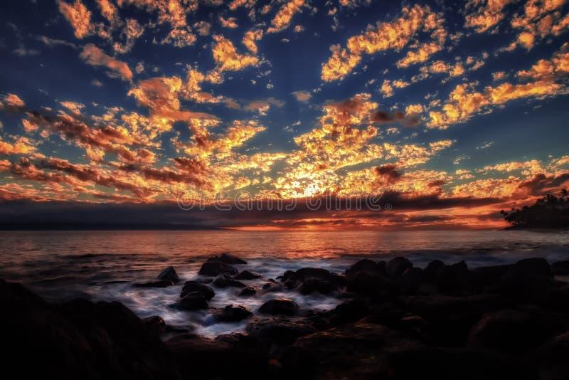 Solnedgång på Maui, Hawaii arkivbilder