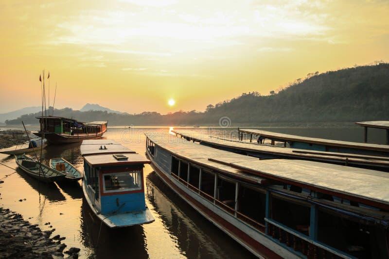 Solnedgång på Mekong River arkivbild