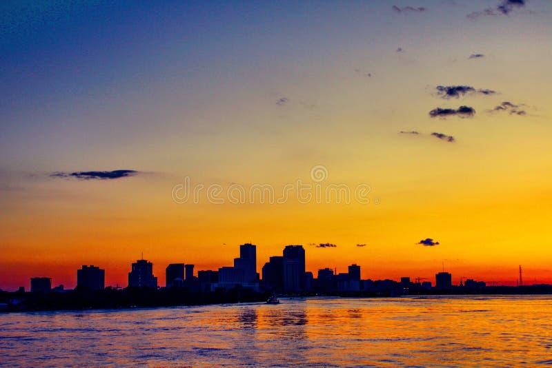 solnedgång på Mississippiet River med fartyget arkivfoto