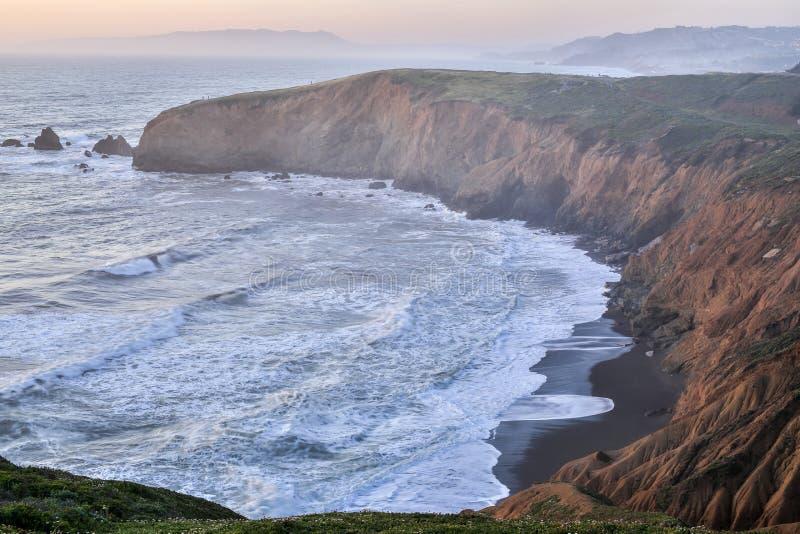 Solnedgång på Mori Point, Pacifica, San Mateo County, Kalifornien arkivfoton