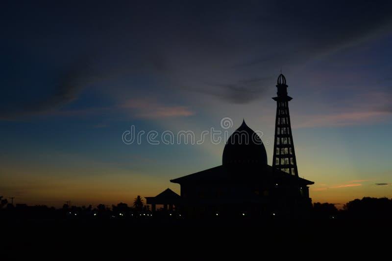 Solnedgång på moské royaltyfria bilder