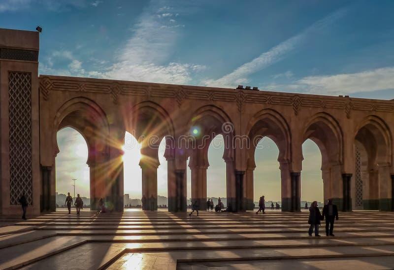 Solnedgång på moskén Hassan II Casablanca Marocko royaltyfri fotografi