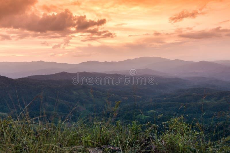 Solnedgång på Ngo Mon Viewpoint royaltyfria foton