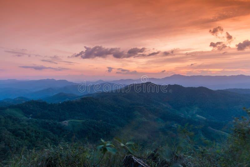 Solnedgång på Ngo Mon Viewpoint royaltyfria bilder