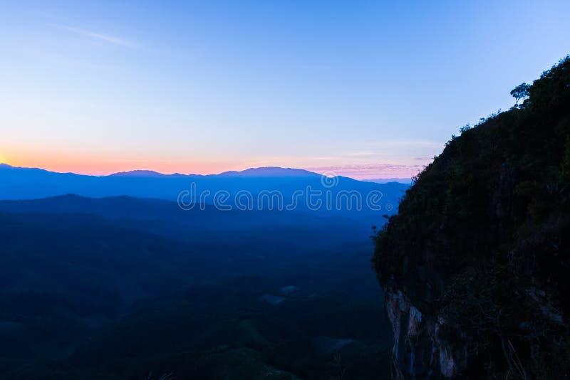 Solnedgång på Ngo Mon Viewpoint, Chiang Mai royaltyfri bild