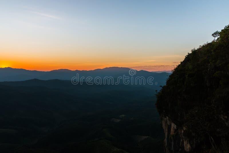 Solnedgång på Ngo Mon Viewpoint, Mae Taeng, Chiang Mai, arkivbild
