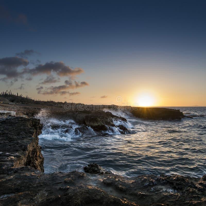 Solnedgång på norrkusten Curacao royaltyfria bilder
