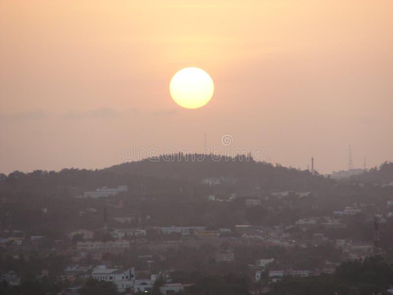 Solnedgång på Nrupatunga Betta, Hubli arkivfoton