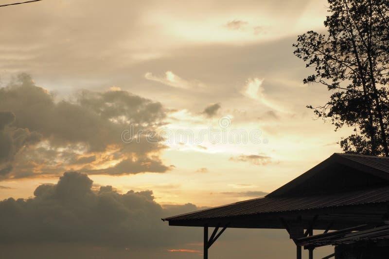 Solnedgång på pahat för batu för parithajisalam royaltyfri foto
