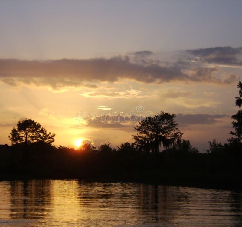 Solnedgång på Pearlet River arkivbilder