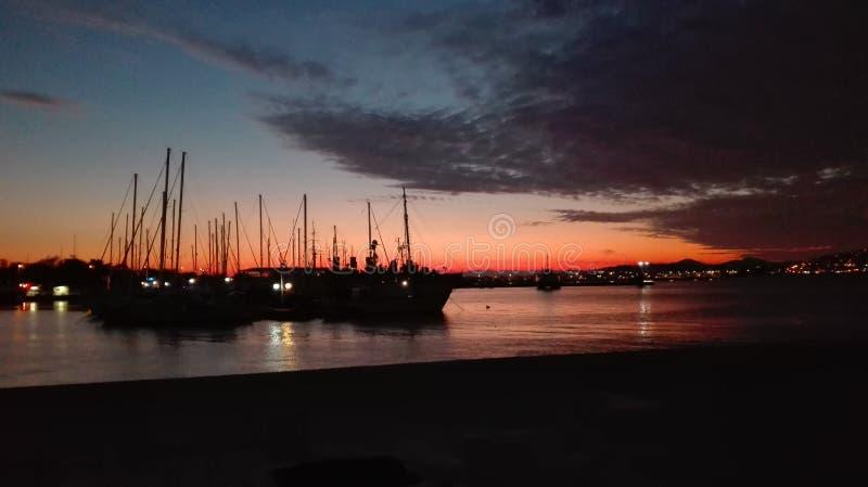 Solnedgång på porten! royaltyfri bild