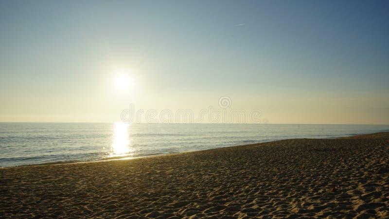 Solnedgång på Praia de Faro royaltyfri fotografi