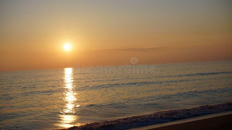 Solnedgång på Praia de Faro royaltyfria foton