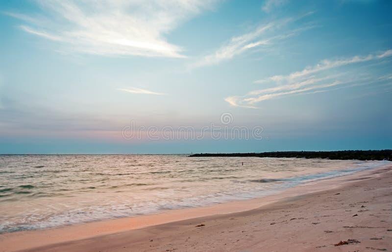 Solnedgång på sandtangenten, Florida royaltyfri fotografi