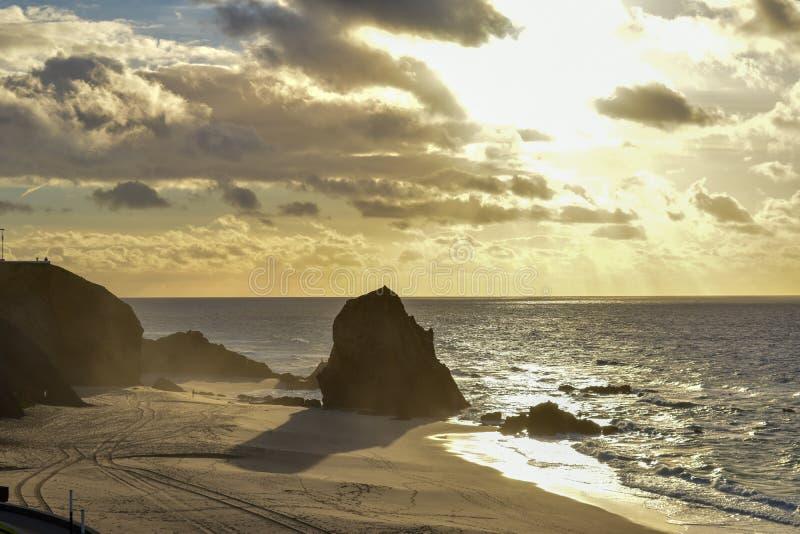 Solnedgång på Santa Cruz - Portugal arkivfoton