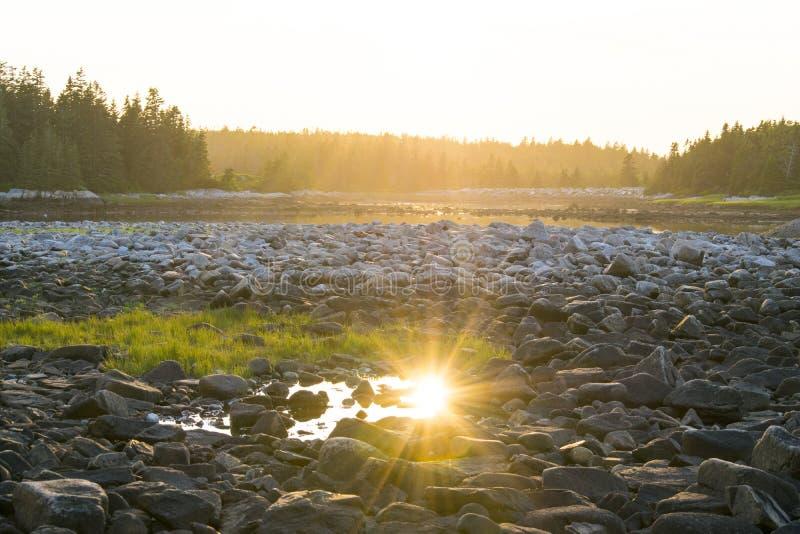Solnedgång på Schoodic i Acadianationalpark royaltyfria foton