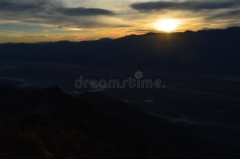 Solnedgång på sikten för Dante ` s i Death Valley Kalifornien royaltyfri foto