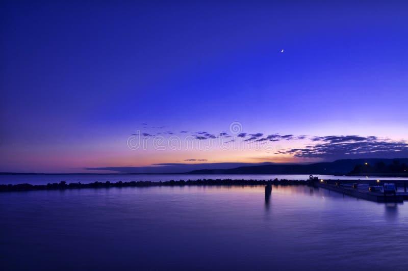 Solnedgång på sjön Balaton royaltyfri foto