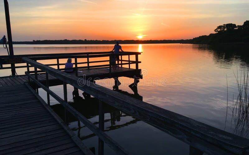 Solnedgång på sjön Navasota royaltyfri fotografi