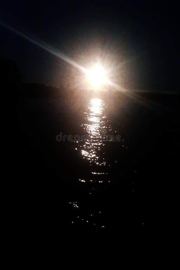 Solnedgång på sjön Seliger royaltyfri bild