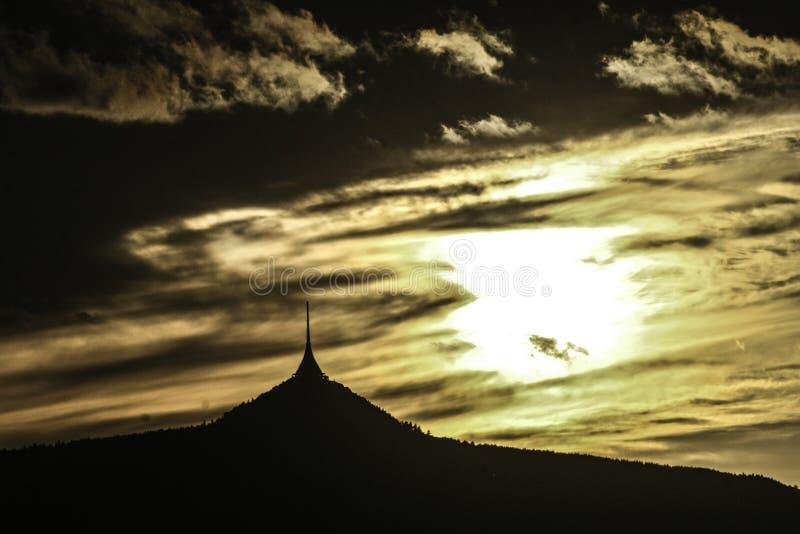 Solnedgång på skojat arkivbilder