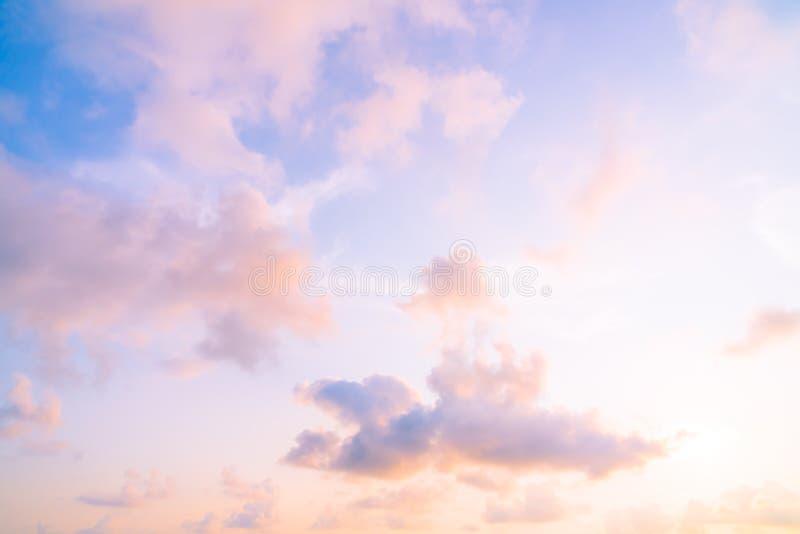 Solnedgång på skyen arkivfoton