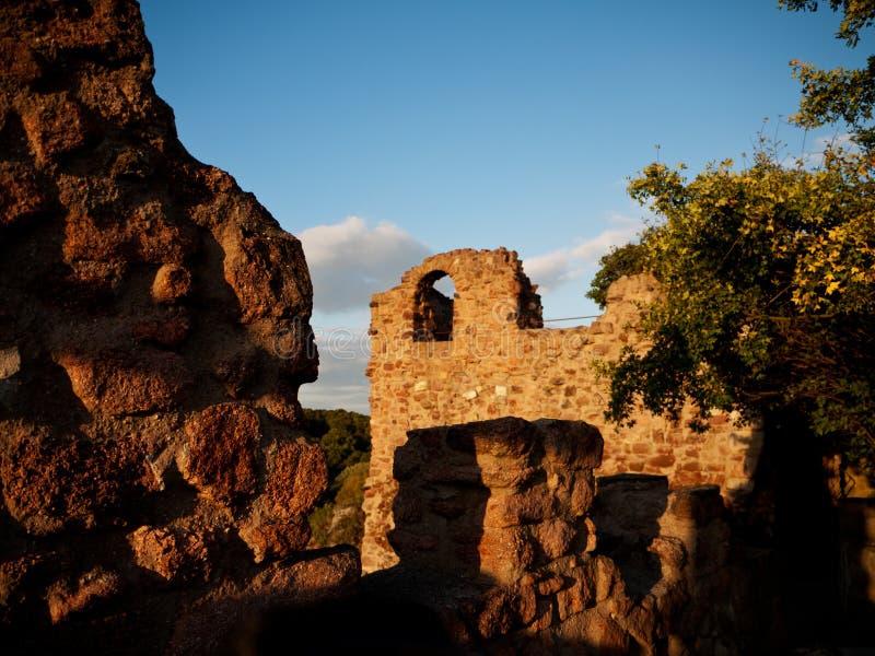Solnedgång på slotten Giebichenstein, Halle, Tyskland royaltyfria foton