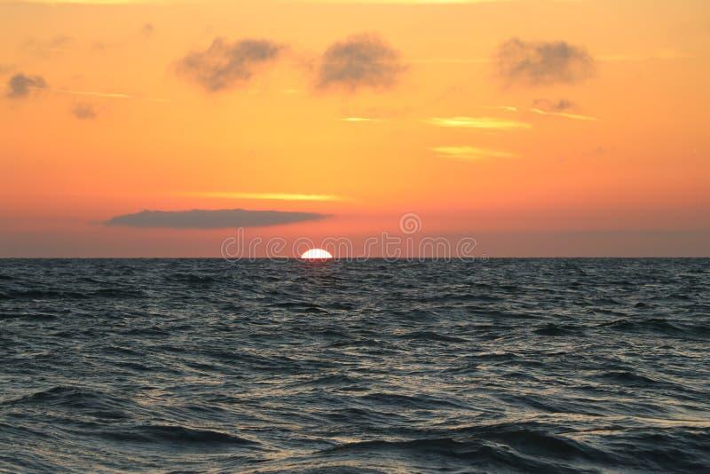 Solnedgång på stränderna på Johns passerande Florida arkivbild