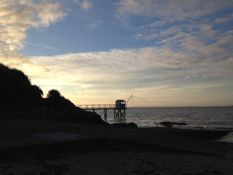 Solnedgång på stranden arkivbild