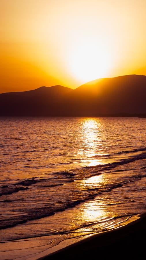 Solnedgång på stranden av Sperlonga, Italien arkivbilder