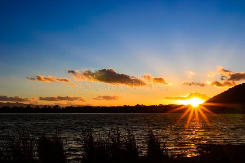 Solnedgång på Sullivans liten vik fotografering för bildbyråer