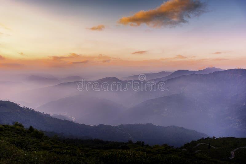 Solnedgång på Tinchuley, Darjeeling fotografering för bildbyråer