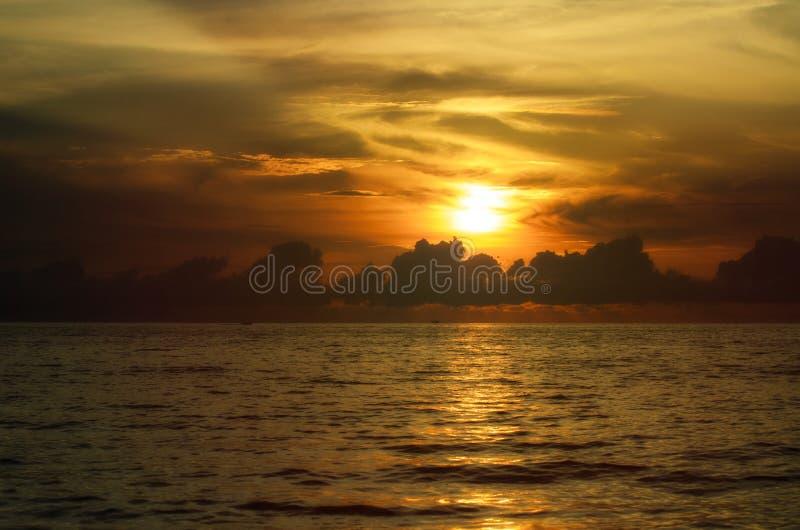 Solnedgång på vattnet av Mexico arkivbilder