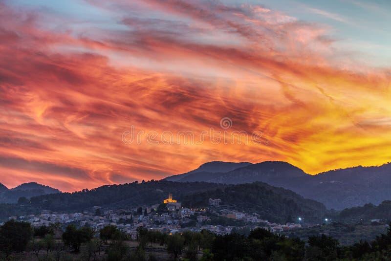 Solnedgång Serra de Tramuntana, Mallorca royaltyfri foto