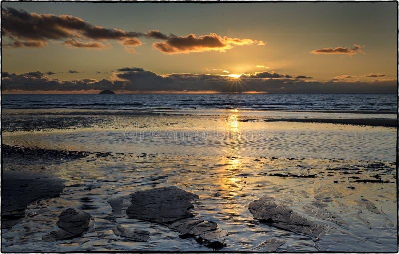 Solnedgång - Skottland HÄRLIGT SOLNEDGÅNGHAV I SKOTTLAND fotografering för bildbyråer