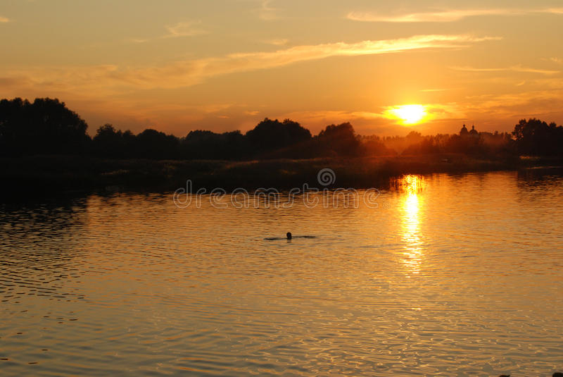 Solnedgång: soluppgång arkivbild