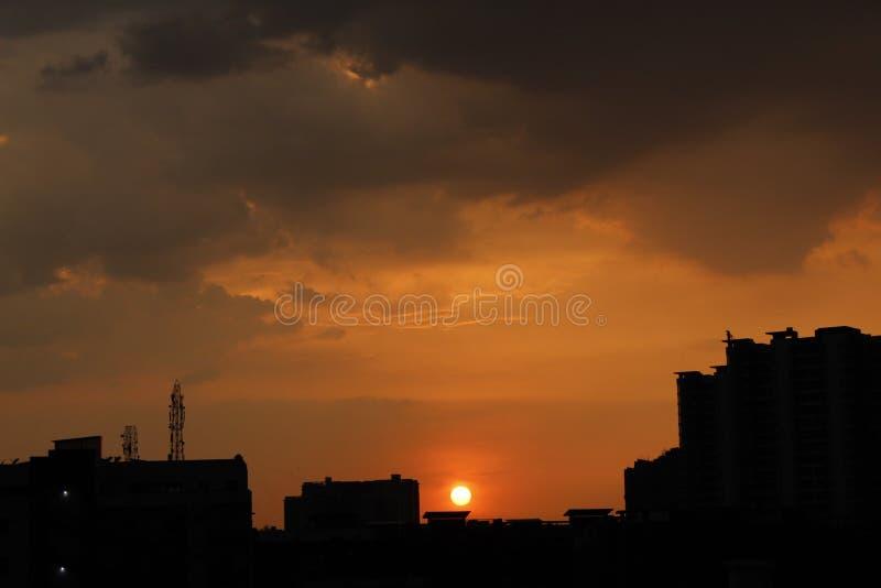 Solnedgång som fångas på en olik tid royaltyfri bild