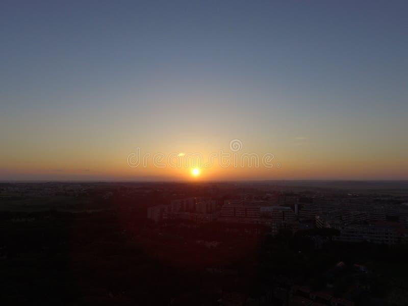 Solnedgång/solnedgång som tas från ett surr arkivbild