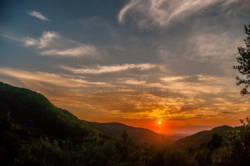 solnedgång tuscany royaltyfria bilder