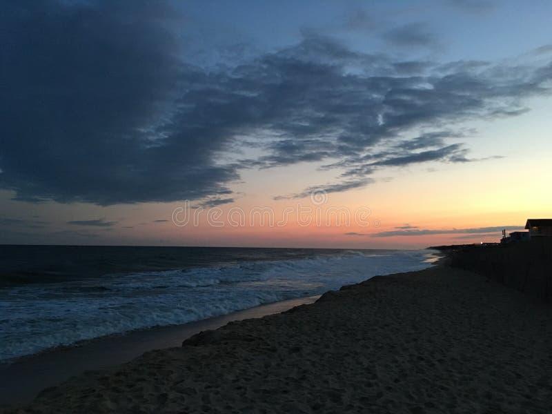 Solnedgång vid en strand i Montauk royaltyfri fotografi